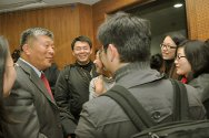 Judge Liu Daqun talks with Chinese law students after a seminar at Renmin University Law School for the 2010 IHL Moot Court Competition held in Beijing.