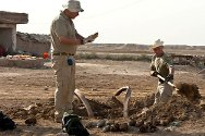 Amara district, Missan governorate, Iraq. An ICRC team removes unexploded ordnance.