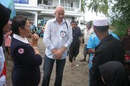 Thai Red Cross personnel and ICRC Pattani team leader Bart Vermeiren listen to accounts of the flooding.