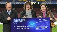 Carles Puyol donates charity cheque to the ICRC.