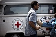 "Complexo da Maré, Rio de Janeiro. During an exercise, trainees treat a ""victim"" and transfer him to an emergency centre."