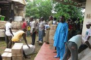 Guiglo. Ivorian Red Cross personnel distribute essential supplies to displaced people.