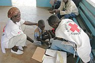 Duékoué. Red Cross volunteers treat an injured boy at Duékoué Hospital.