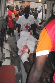 Abidjan. Ivorian Red Cross volunteers evacuating an injured person to the nearest hospital.