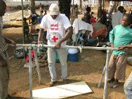 Duékoué Hospital, Côte d'Ivoire. An ICRC technician installs a water point.