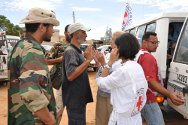 ICRC delegates talking with military commanders on the front line of the evacuation operation to the field hospital.