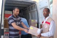The ICRC, with the support of the Libyan Red Crescent, is delivering war-wounded medical kits to hospitals situated near conflict areas.