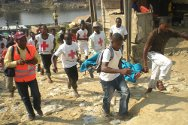 Bayelsa state, Niger Delta, Nigeria. Nigerian Red Cross volunteers carry out a first-aid drill.