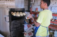 Cagayan de Oro City Jail, Philippines. Inmates can use either biogas or LPG to bake bread.