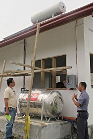 Valencia City Jail, Philippines. Senior Inspector Francis Acelo of Valencia City Jail and ICRC engineer Sotero Ocariza inspect the solar panels and water tank installed by the ICRC for the prison kitchen.