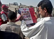 The ICRC and the Iraqi Red Crescent Society raising public awareness of the dangers posed by unexploded munitions.