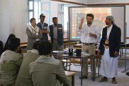 Amran governorate, Yemen. An ICRC delegate explains to arms bearers what the ICRC is and how and where we work in the governorate.