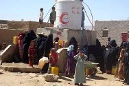 Sa'ada governorate, Yemen. IDPs and residents draw water from an ICRC water point.