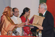 François Bugnion receives the award from Zillur Rahman, President of Bangladesh, and Bangladeshi Prime Minister Sheikh Hasina.