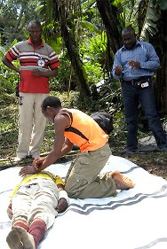 North Kivu, DR Congo. The DR Congo Red Cross and the ICRC training arms bearers in first aid.