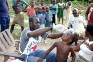 Côte d'Ivoire. Moyen Cavally region. A child is vaccinated against polio through an ICRC vaccination catch-up programme.