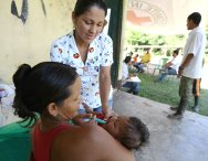 Colombia. Bajo Caguan region, Department of Caqueta. A member of an ICRC mobile health-care unit treating a child in an isolated village.