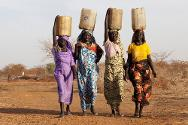 Jamam refugee camp, Upper Nile state, South Sudan. Women carrying water in jerrycans. Water is scarce in the camp. The ICRC is close to completing a water distribution pipeline to provide better access to water for the 30,000 refugees living there.