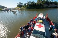 Nahuelhuapi Island, Araucanía region, southern Chile. Volunteers from the Chilean Red Cross and the ICRC arrive by boat to provide health care to the Mapuche community living in the middle of Lake Budi.