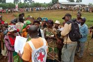 Kalonge, South Kivu. Displaced people are registered during an ICRC food distribution.