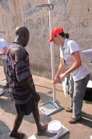 Orientale province. In a Bunia district prison, an ICRC delegate measures body mass index to evaluate the health of detainees and detect cases of malnutrition.