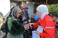 Village of Al-Hambushiyah. Volunteers from the Syrian Arab Red Crescent (Idlib branch) distributing medicines to the women of the village.