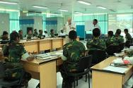 Bangladeshi peacekeepers receive an insight into IHL from ICRC trainers William Bowie and Mujibur Rahman.