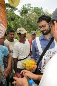 Using straightforward language, the ICRC trained 24 farmers from local families to pass on their knowledge in their communities. Giulio Coppi, ICRC delegate in Puerto Asís, holds a cocoa pod.