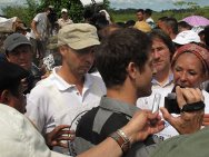 In a rural area of the municipality of La Montañita, in the department of Caquetá, the French journalist Roméo Langlois was handed over to the ICRC and other members of the humanitarian mission. That was the culmination of a month of work for the ICRC acting as neutral intermediary between the various parties to the conflict.