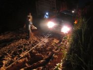 The release operation took place by road using three ICRC vehicles. The roads were in very poor condition.  During the night, on the way back to Florencia, members of the ICRC team had to use a winch to open a way between some trucks stuck in the mud.