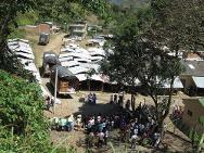 The ICRC dispatched seven vehicles to the El Mango area of Argelia municipality, in the department of Cauca, to deliver 14 tonnes of food, hygiene kits, roofing materials to repair damaged buildings and a water tank for the school. This humanitarian relief was for 1,500 people who had fled their homes because of the clashes in the area.