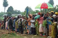 Kalonge, South Kivu, DRC. Thousands of displaced persons wait to collect food from the ICRC and the Congolese Red Cross.