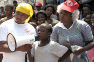 Haitian Red Cross volunteers raise awareness about cholera and hurricanes using song and theatre.