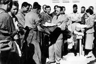 Dr Marcel Junod, ICRC coordinator in Spain, distributing aid to prisoners in Salamanca.