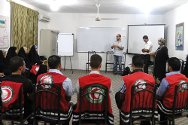 Najaf. ICRC personnel train staff and volunteers of the Iraqi Red Crescent in first aid.