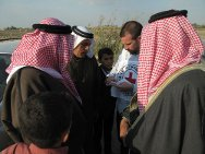 Al-Jazeera village, Iskandariya, Babil governorate. Farmers talk to an ICRC delegate on a farm.