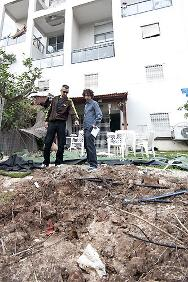 The ICRC, jointly with the Magen David Adom, visited people in Israel  to assess the damage caused by rockets.