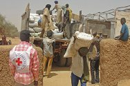 Menaka, northern Mali. Food is unloaded from a truck for distribution. This picture was taken in March, when such distribution operations were still possible. A worsening security situation has since prevented the ICRC from distributing food and other much-needed supplies, but the organization is currently preparing to resume the distribution of aid in northern Mali as quickly as possible.