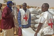 Tigizéfa, department of Abala, Tillabéry, Niger. Volunteers from the Niger Red Cross help the population and distribute food, with ICRC support.