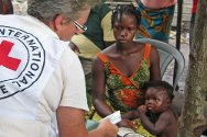 Namasibi, Niger Delta, Nigeria. A mother discusses health matters with ICRC health worker Annick Hamel.
