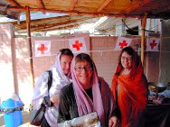 Philippa Parker (middle), in the ICRC hospital for weapon wounded in Peshawar, Pakistan