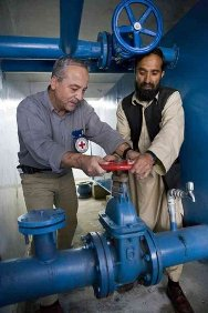 Mirwais Hospital, Kandahar, Afghanistan. An ICRC engineer and his Afghan counterpart adjust a water tank valve.
