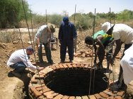 Kabkabiya, Sudan. Students learn how to dig wells during a two-week ICRC course.