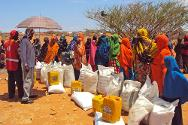 Id Bidka, near Dhusamareb, Galgaduud region, Somalia, April 2012. IDPs collect food from the ICRC.