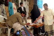 Sa'ada. A woman receives a sewing machine and fabric provided by the ICRC.