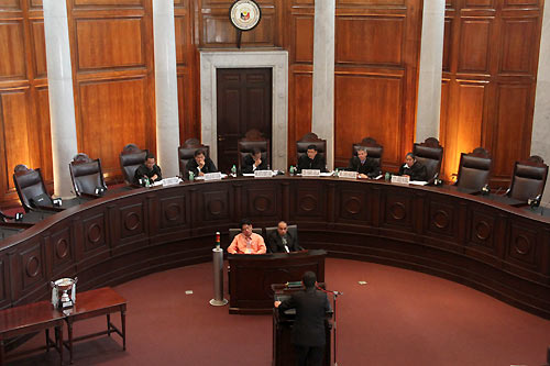 La Salle College >> Philippines: University of St La Salle regains moot court cup in 2012 finals - ICRC