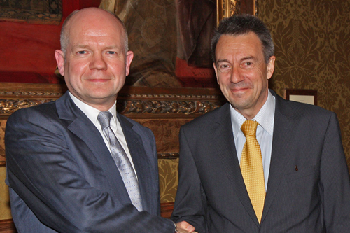 ICRC president Peter Maurer meets British foreign secretary William Hague on 20 November 2012.