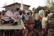 South Kivu. Many of the displaced, weakened by the long walk and illness, had to be carried on stretchers by ICRC staff and volunteers of the Red Cross of the Democratic Republic of the Congo.