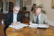 26 June 2013. Dr Otmar Kloiber, Secretary General of WMA, and ICRC director-general Yves Daccord sign a memorandum of understanding between the two organizations at ICRC headquarters in Geneva.