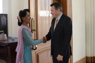 During his visit to the Myanmar parliament, Peter Maurer met the Chairman of the National League for Democracy, Daw Aung San Suu Kyi. The two exchanged their views on humanitarian concerns in Myanmar.